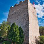 Ein mittelalterlicher Turm in Meran