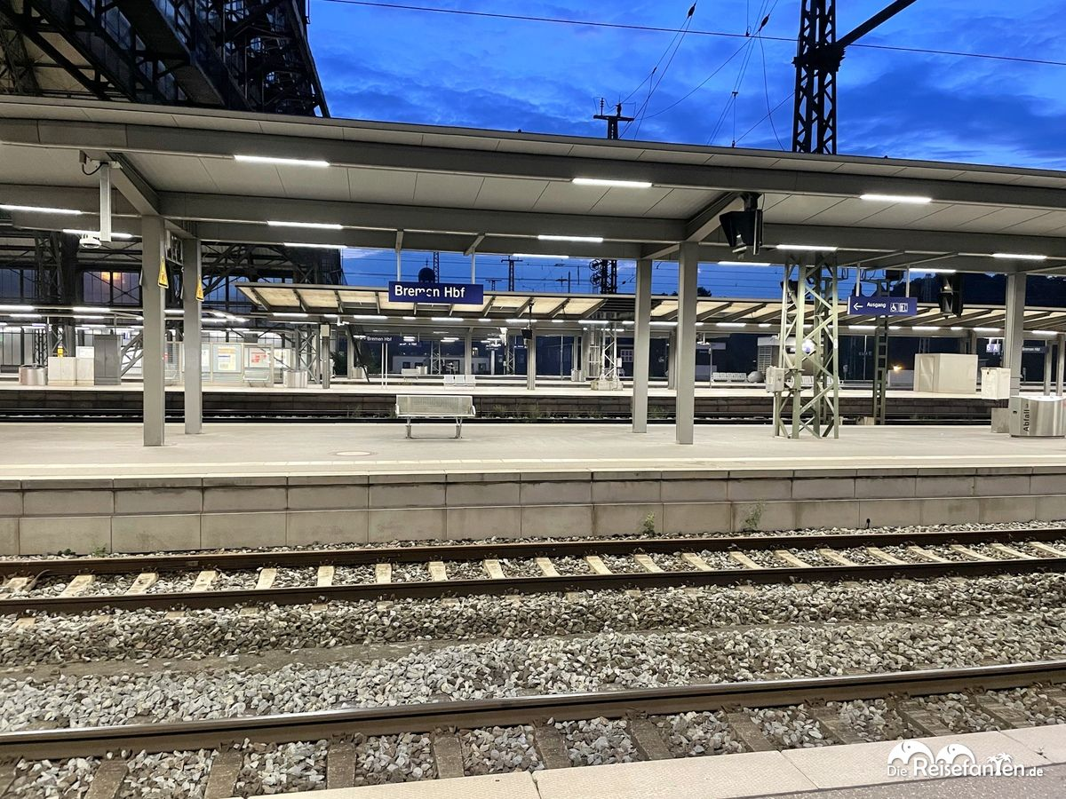 Um kurz nach 5 Uhr ist der Bremer Hauptbahnhof sehr leer