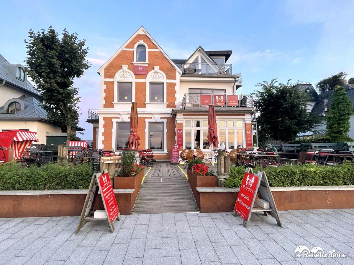 Blick auf das Cafe Strandvilla in Niendorf
