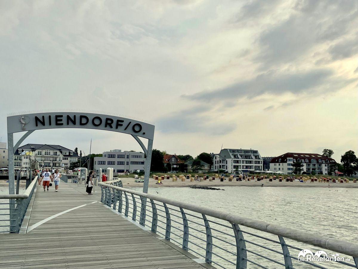 Die Niendorfer Seebrücke am Abend