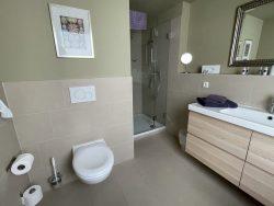 Geräumiges Badezimmer im Hotel Mein Strandhaus in Niendorf