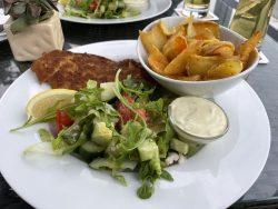 Hausgemachter Backfisch im Restaurant Hafenblick in Niendorf