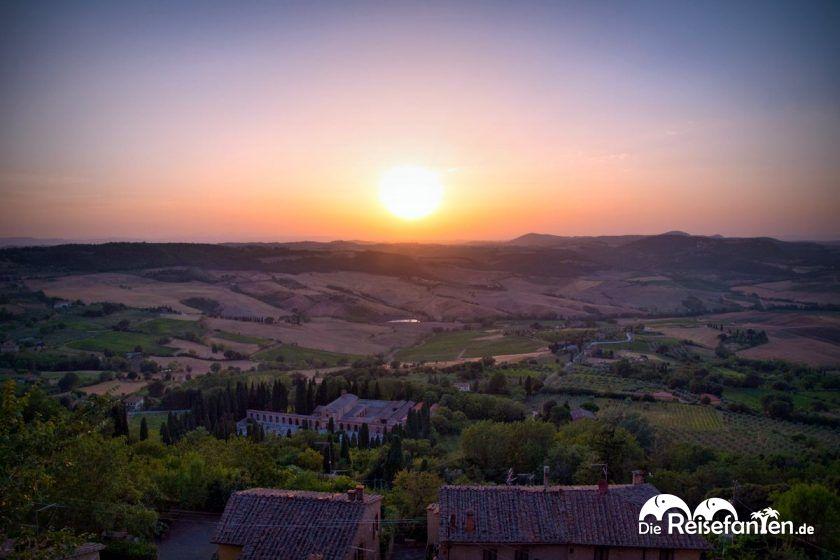 Ein fantastischer Sonnenuntergang von Montepulciano aus gesehen
